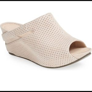 Tsubo Ovid perforated sandals size 8